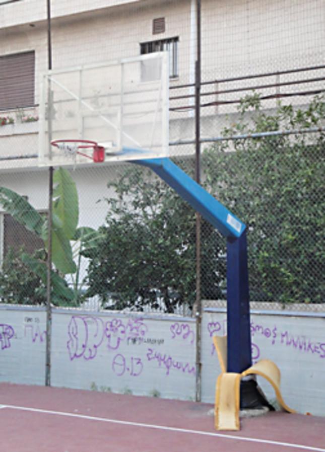 Εισήγηση για φωτισμό στο γηπεδάκι μπασκετ στην Δημοκρατίας με Σόλωνος