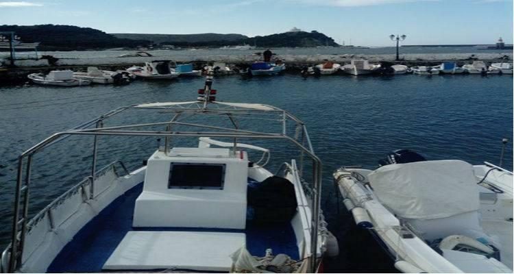 Μηχανιώνα: Τρόμος στη θάλασσα για δύο άνδρες που έχασαν τον έλεγχο της βάρκας τους