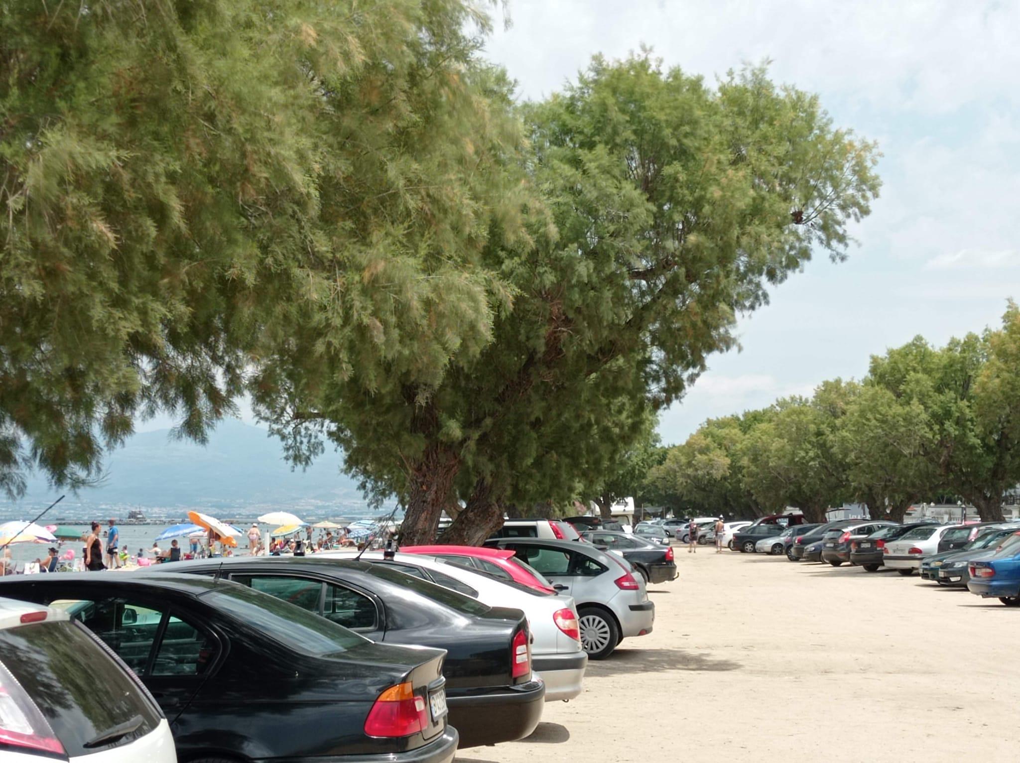 Πολύς κόσμος στις παραλίες του Θερμαϊκού, κίνηση στην επιστροφή