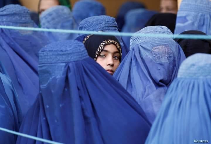 """Η συγκλονιστική εξομολόγηση μιας γυναίκας από το Αφγανιστάν: """" Αρνούμαι να φορέσω το τσαντόρ"""""""