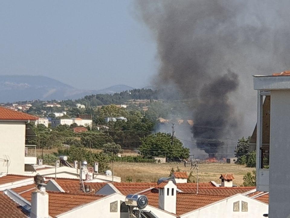 Αναστατώθηκε η Περαία με φωτιά και διακοπή ρεύματος