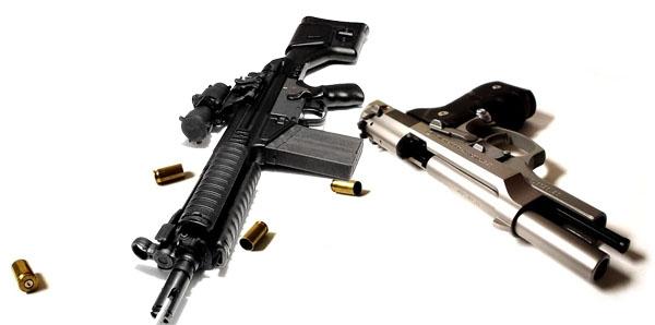 Απίστευτα πράγματα! Αεροβόλα, πιστόλια, μπαλτάδες, μαχαίρια και ξιφολόγχες στη Μηχανιώνα