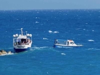 Ακυβέρνητο σκάφος στην Επανομή-Εκανε χρήση φωτοβολίδας χειρός