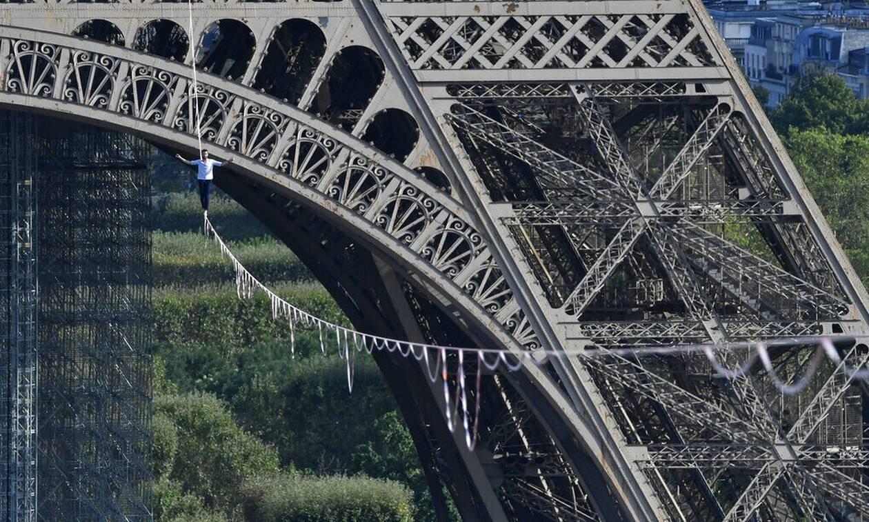 Απίστευτο! Περπάτησε σε τεντωμένο σχοινί από τον Πύργο του Άιφελ στον Σηκουάνα!