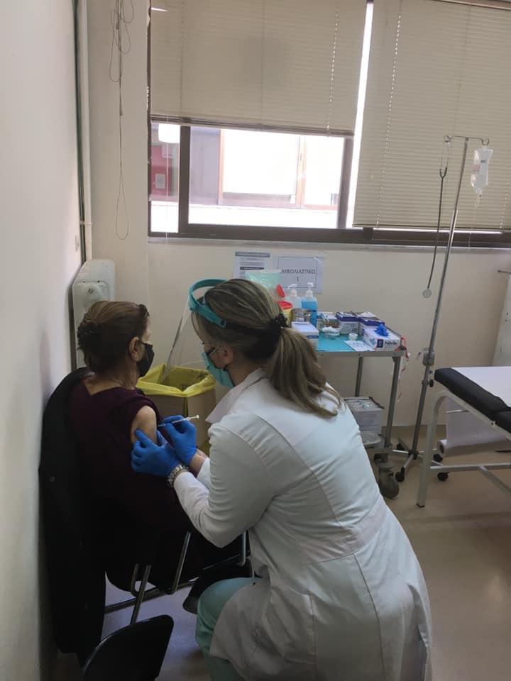 Συνεχίζονται οι εμβολιασμοί στο σπίτι από το Κέντρο Υγείας Μηχανιώνας