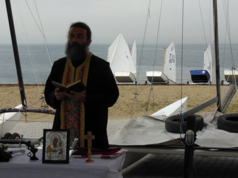 Ο Αγιασμός του Ναυτικού Ομίλου Ακτής Θερμαϊκού (ΦΩΤΟΡΕΠΟΡΤΑΖ)