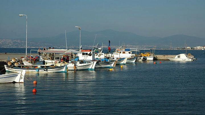 Πανηγυρική δικαίωση Μαυρομάτη και εργαζομένων για την υπόθεση του αλιευτικού καταφυγίου Ν. Επιβατών