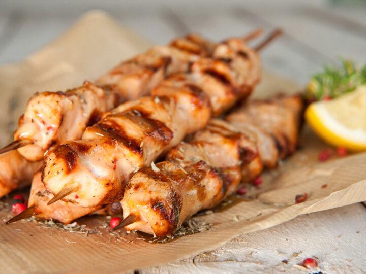 Αυξάνεται η τιμή στο αγαπημένο φαγητό των Ελλήνων, το σουβλάκι (BINTEO)