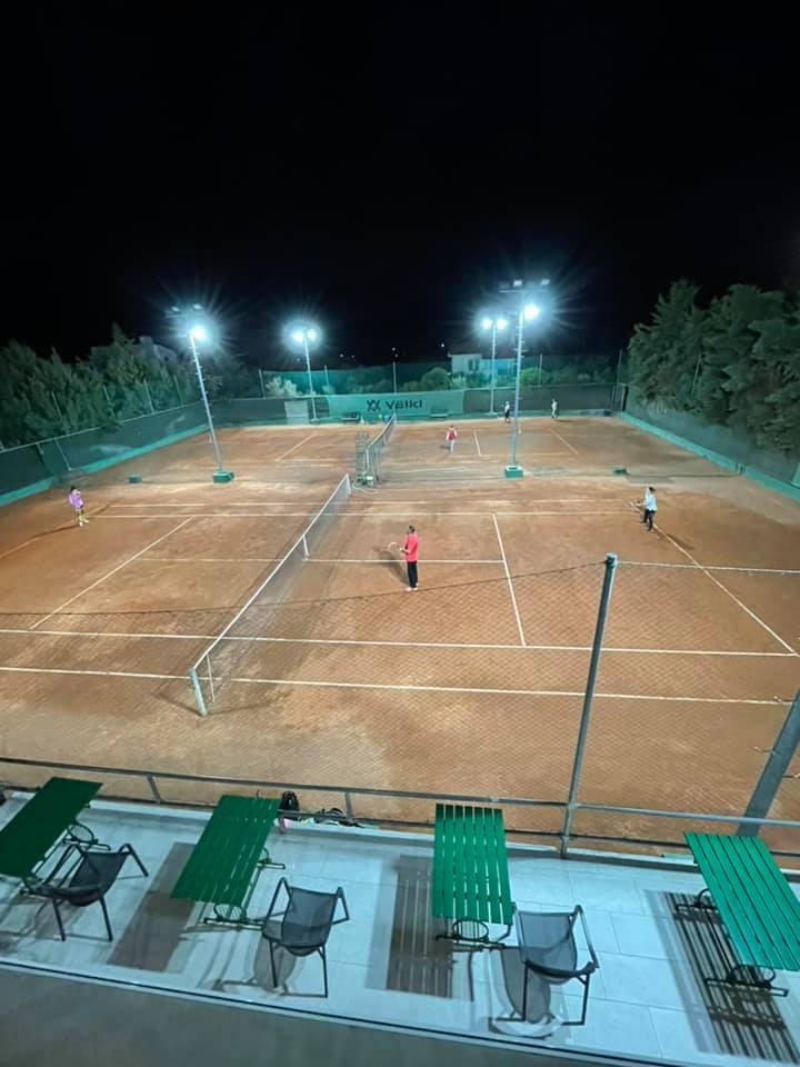 Στο TFF Tennis Academy απολαμβάνεις το άθλημα μέχρι αργά…