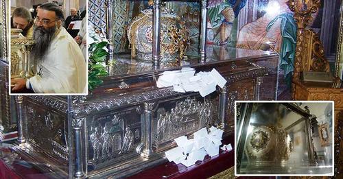 Αναβλύζει μύρο η κάρα του Αγίου Δημητρίου του Μυροβλήτη