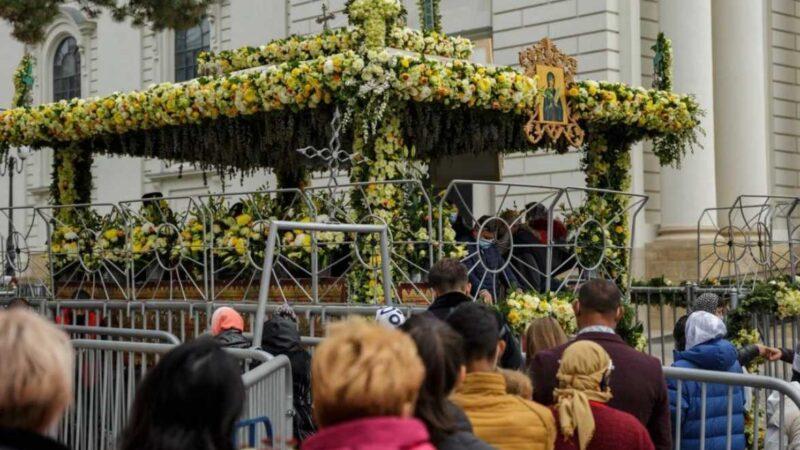 Η Ρουμανία τιμά την Οσία Παρασκευή την Επιβατινή-Χιλιάδες πιστοί προσκύνησαν τη Χάρη Της!