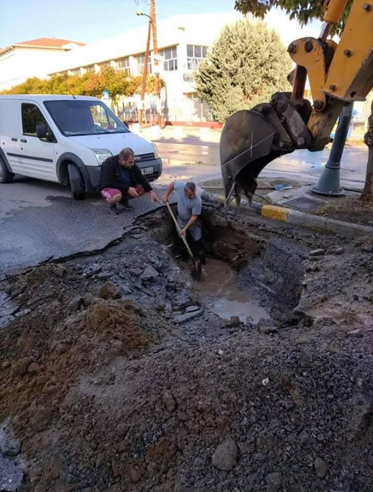 Κυριακάτικη τρύπα στην Περαία λόγω βλάβης στο κεντρικό δίκτυο ύδρευσης